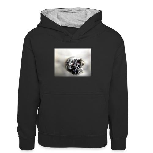 cigarette 1270516 640 - Młodzieżowa bluza z kontrastowym kapturem