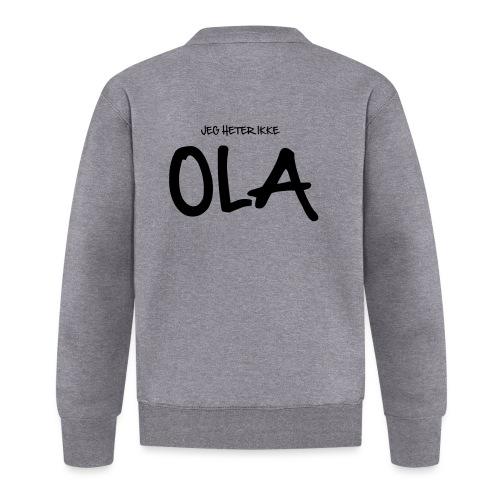 Jeg heter ikke Ola (fra Det norske plagg) - Baseballjakke unisex
