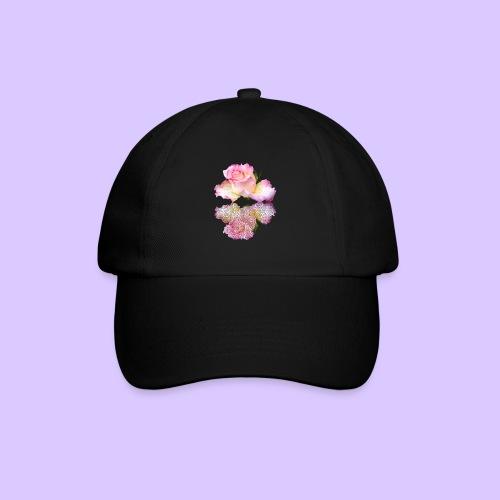 pinke Rose mit Regentropfen im Spiegel, rosa Rosen - Baseballkappe