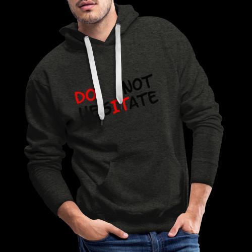 T-Shirt mit der Aufschrift Do not hesitate - Männer Premium Hoodie