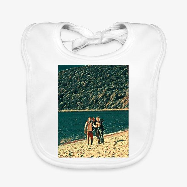 Tre amici sulla spiaggia si fotografano