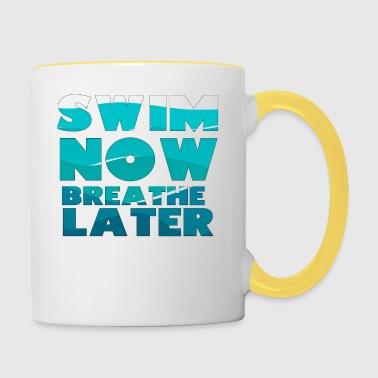 Pływanie / pływak: Pływać Teraz Oddychaj Później - Kubek dwukolorowy