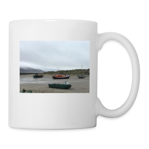 boats on barmouth beach - Mug