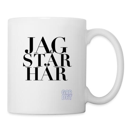 JAG STÅR HÄR - Mugg