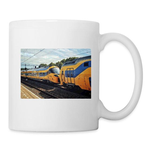 Nieuwe Intercity gesleept door Weesp