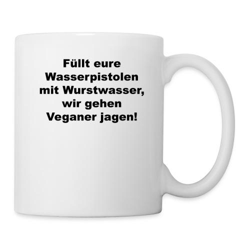 Wasserpistole mit Wurstwasser füllen - Tasse
