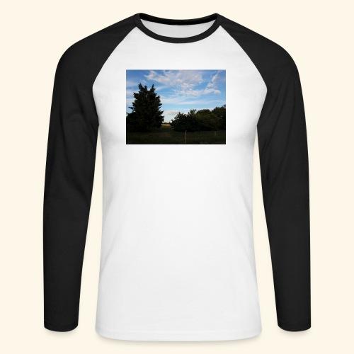 Feld mit schönem Sommerhimmel - Männer Baseballshirt langarm