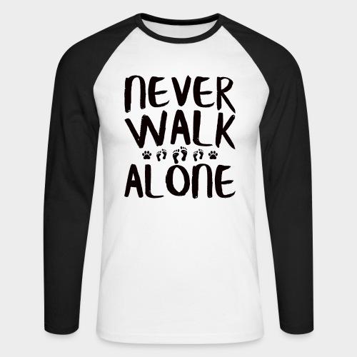 NEVER WALK ALONE | Hunde Sprüche Fußabdruck Pfote - Männer Baseballshirt langarm