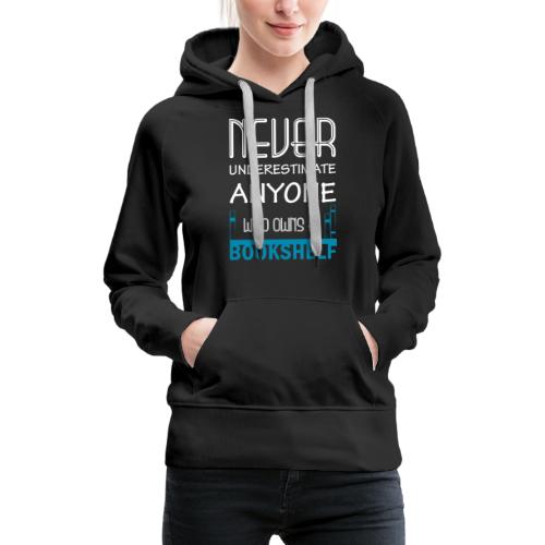 0146 Do not underestimate anyone with a bookshelf - Women's Premium Hoodie