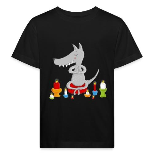 Zahmer Yoga Wolf am meditieren mit Kerzen - Kinder Bio-T-Shirt