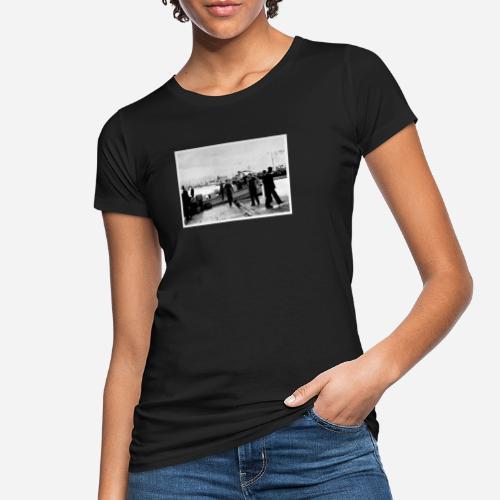 Matrosen die aus einem Boot aussteigen - Frauen Bio-T-Shirt