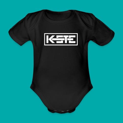 K-STE Logo weiß - Baby Bio-Kurzarm-Body
