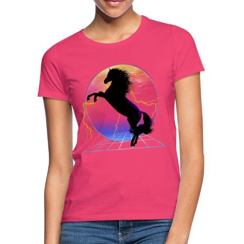 retro rearing horse - Camiseta mujer