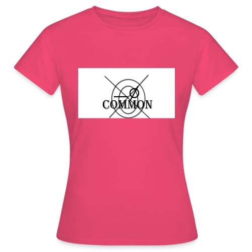 nommocnU - Women's T-Shirt
