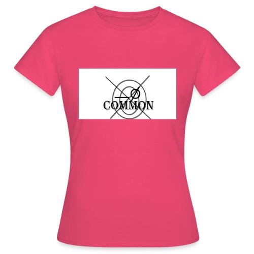 nommocnU - Women's T-Shirt
