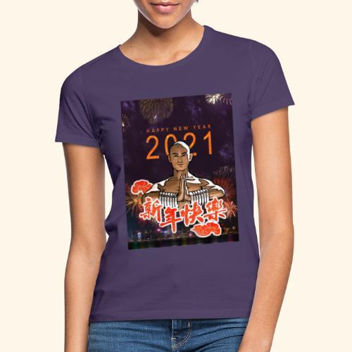 Gordon Liu som SanTe - Warrior Monk - Happy NewYear - Dame-T-shirt