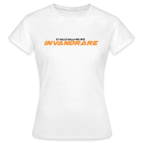 Ey hallå kalla mig inte invandrare (VIT) - T-shirt dam