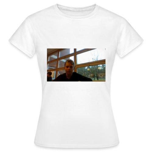 High Quality merch - T-shirt dam