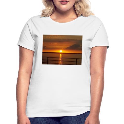 21199350 114059705944537 3458692839034841074 o - Dame-T-shirt