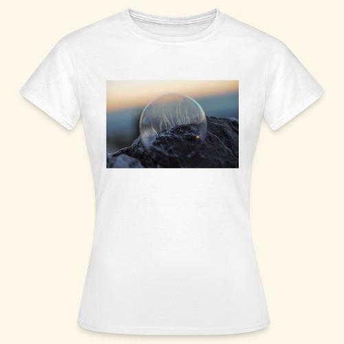 694B9D49 C488 4DC5 8577 C99712919F5E - Frauen T-Shirt