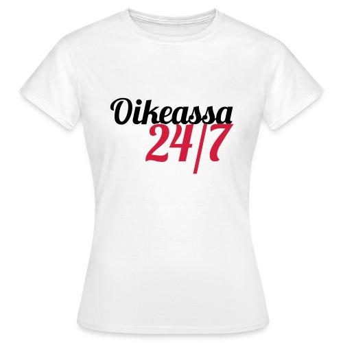 Oikeassa 24 7 - Naisten t-paita