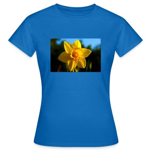 daffodil - Women's T-Shirt