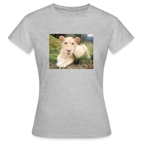 10536 2Cmoomba groot - Women's T-Shirt