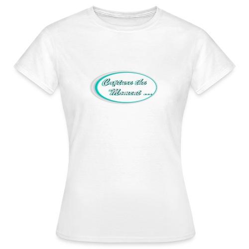 Logo capture the moment photography slogan - Women's T-Shirt