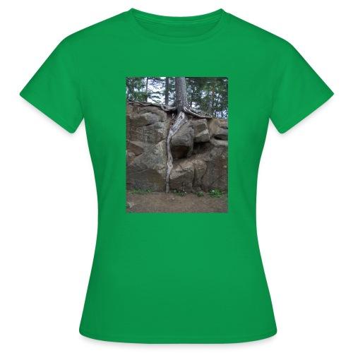 Juuret tukevasti maassa - Naisten t-paita