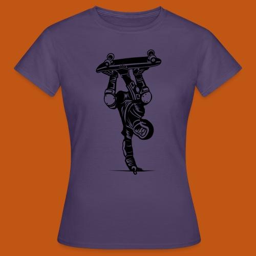 Skater / Skateboarder 02_schwarz - Frauen T-Shirt