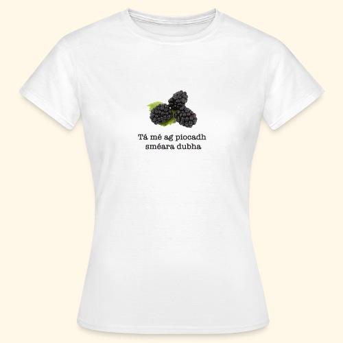 Picking blackberries - Women's T-Shirt