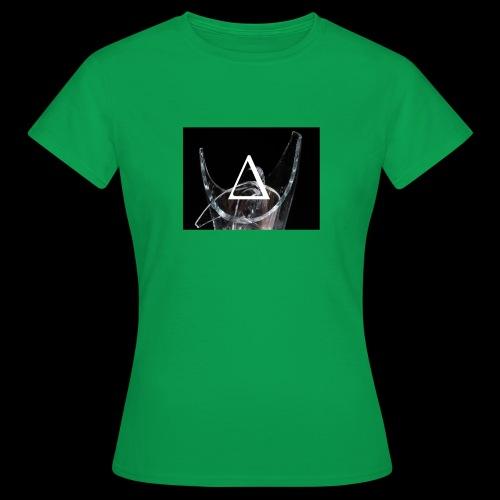 breaking - Women's T-Shirt