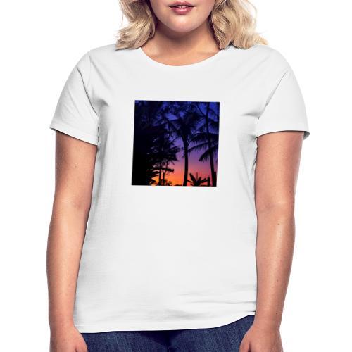 684041E1 CE26 4C32 BB97 F4E32E0A3080 - Frauen T-Shirt