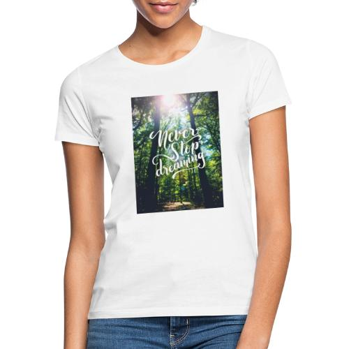 Never stop dreaming - Frauen T-Shirt