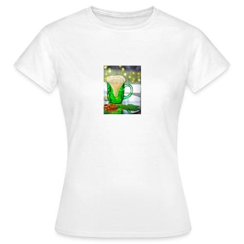 st patricks day green pint crop - Women's T-Shirt