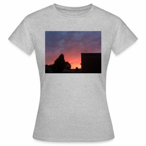 Sunset views - Women's T-Shirt