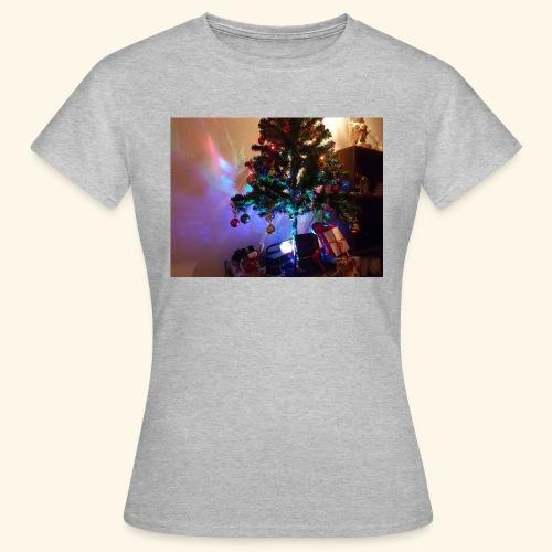 Weihnachten ist schön mit dem Party-Weihnachtsbaum - Frauen T-Shirt