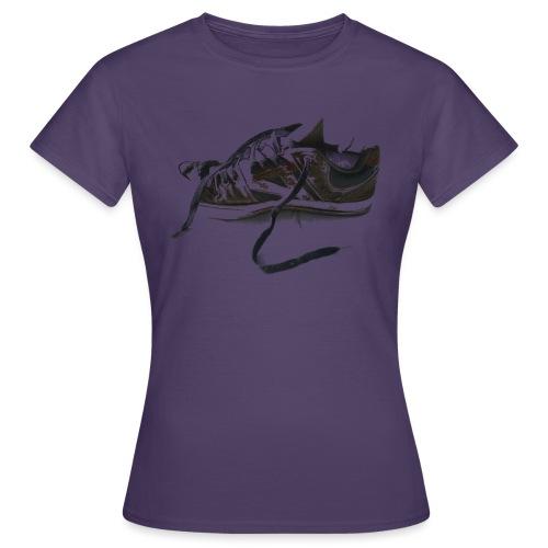 shoe (Saw) - Women's T-Shirt