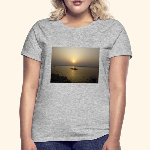 SUN Rise - Women's T-Shirt
