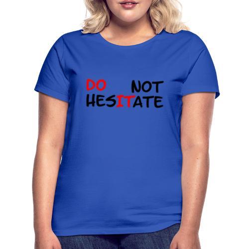 T-Shirt mit der Aufschrift Do not hesitate - Frauen T-Shirt
