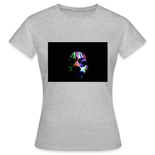 Humam chameleom - Women's T-Shirt