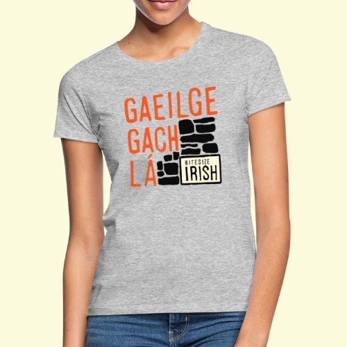Gaeilge Gach Lá - Women's T-Shirt
