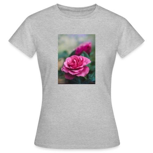 Flor. - Camiseta mujer
