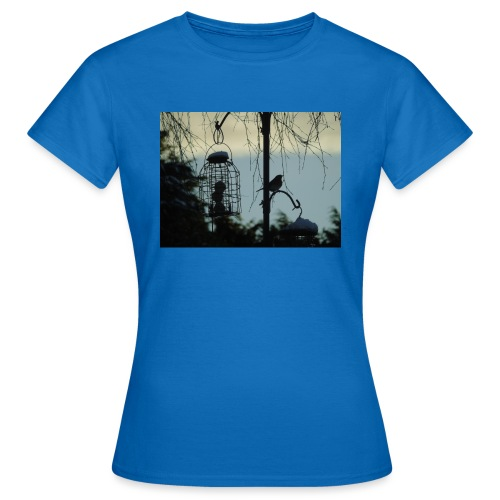 A winter bird - Women's T-Shirt