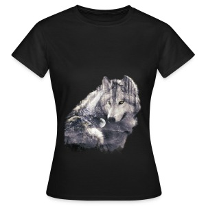 wolf and forest - Camiseta mujer