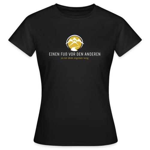 Einen Fuß vor den anderen LOGO weiß - Frauen T-Shirt