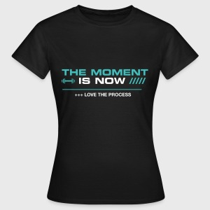 THE MOMENT IS NOW - Camiseta mujer