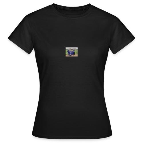 wekly - Women's T-Shirt