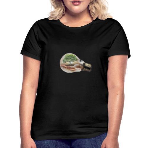 Baum und fliege in einer Glühbirne Geschenkidee - Frauen T-Shirt