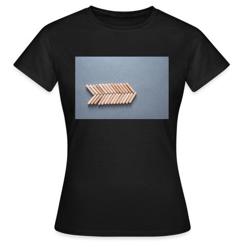 Holzdübel als Gräte - Frauen T-Shirt